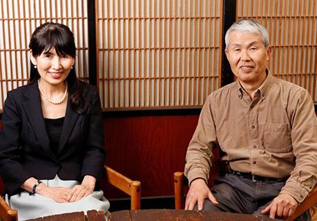 (左)ギャラリーゴトウオーナー 後藤眞理子(右)野田哲也先生
